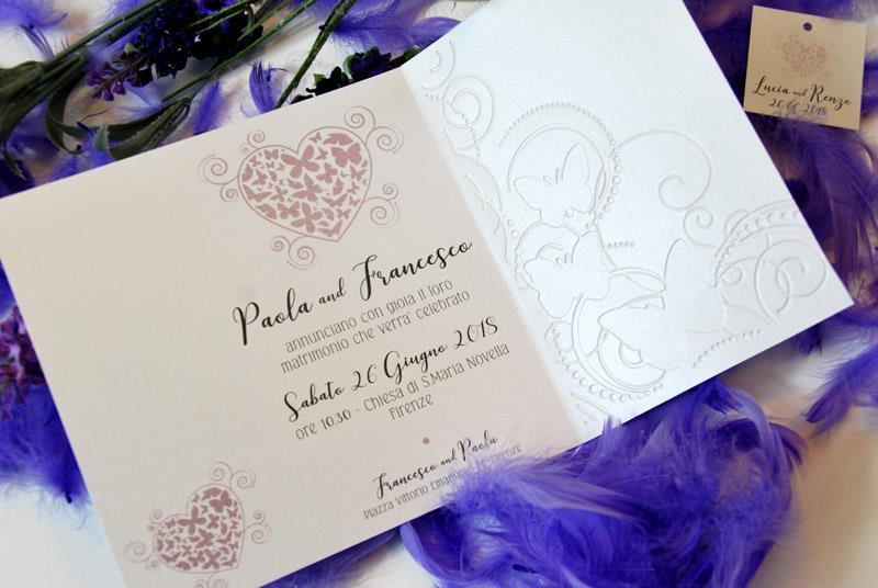 LILAC BUTTERFLY. Invito di nozze bianco e lilla, romantico ed elegante