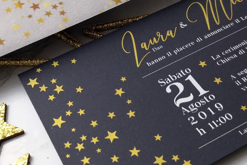SCRITTO NELLE STELLE - Partecipazione brillante con stelle, colori oro e nero