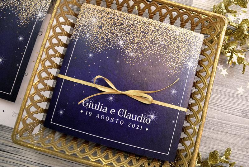 CIELO STELLATO. Invito elegante con stelle, sfondo blu e nastro oro