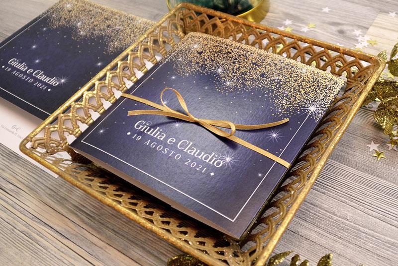 CIELO STELLATO - Invito elegante con stelle, sfondo blu e nastro oro