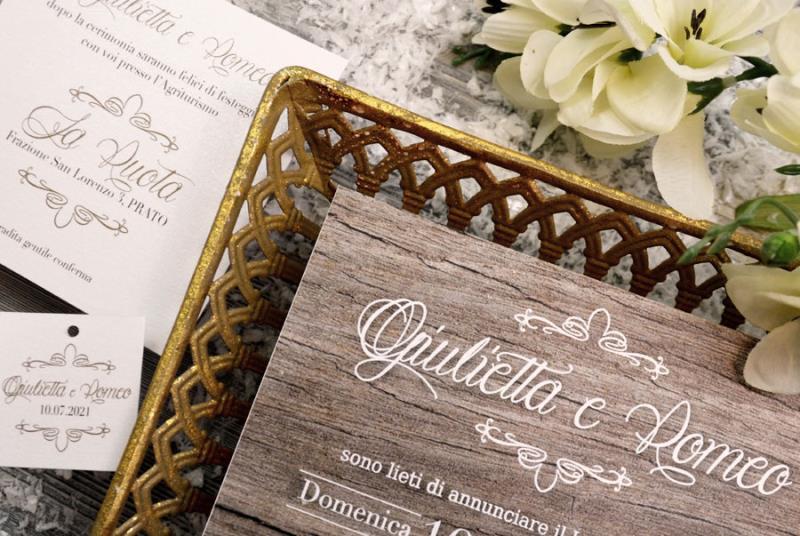 BOSCO INCANTATO - Partecipazione di nozze naturale ma elegante, sfondo effetto legno